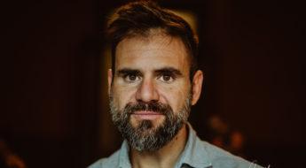 Retrato con luz natural al fotógrafo profesional Vicente Alfonso