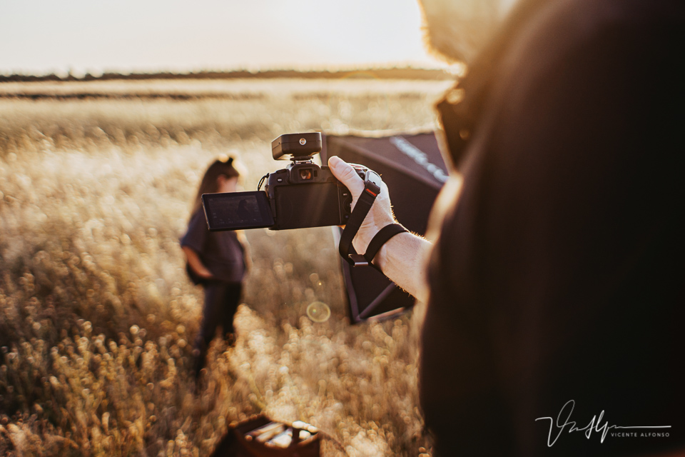 Detrás de la cámara sesión de fotos exteriores