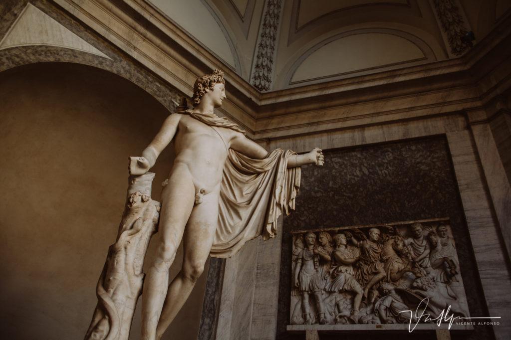Estatua en Vaticano. Paseo fotográfico por la ciudad de Roma