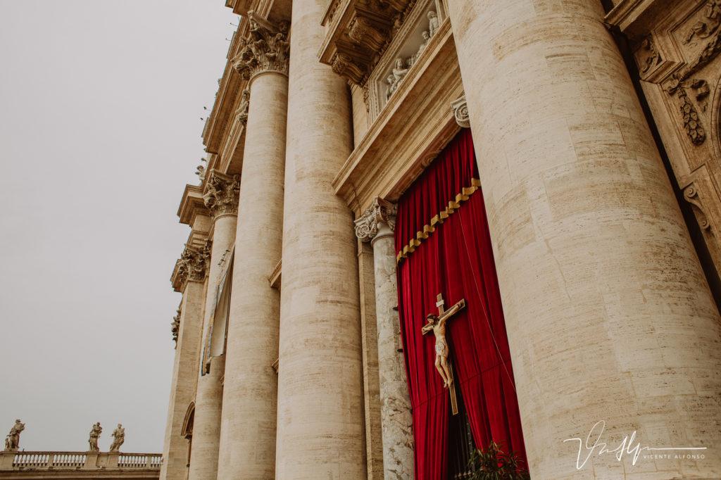 Puertas del Vaticano.