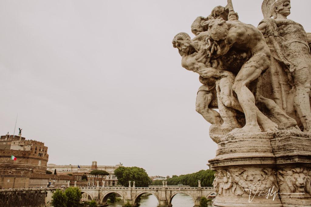 Estatuas en puente. Paseo fotográfico por la ciudad de Roma