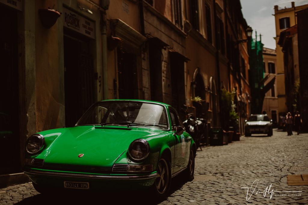 Porsche 911 en Trastevere. Paseo fotográfico por la ciudad de Roma